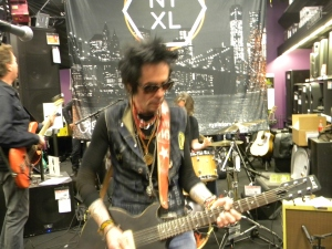 Rocker Earl Slick ripping it up.